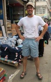 C'est pas un gars fier de ces nouveaux shorts ça!?!